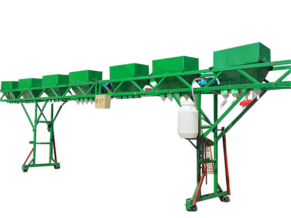 Gantry feeding machine can guarantee the even feed in poultry farming.